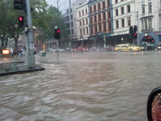 2010_Melbourne_storm_flooding_Spencer_and_Flinders_Streets